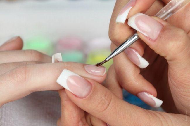Як робити малюнки з лаку для нігтів