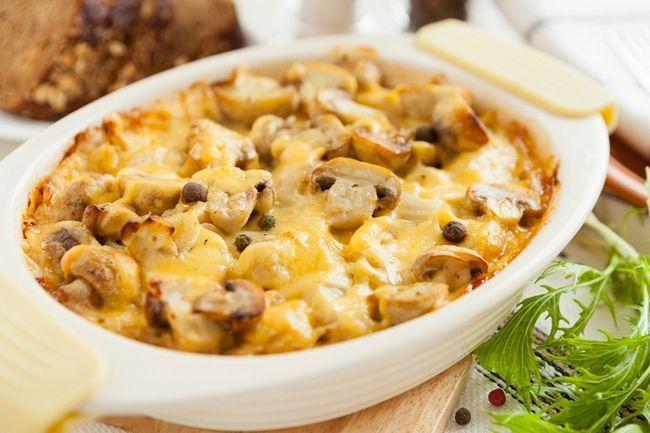 Як готується вершково-сирна запіканка з грибами і картоплею
