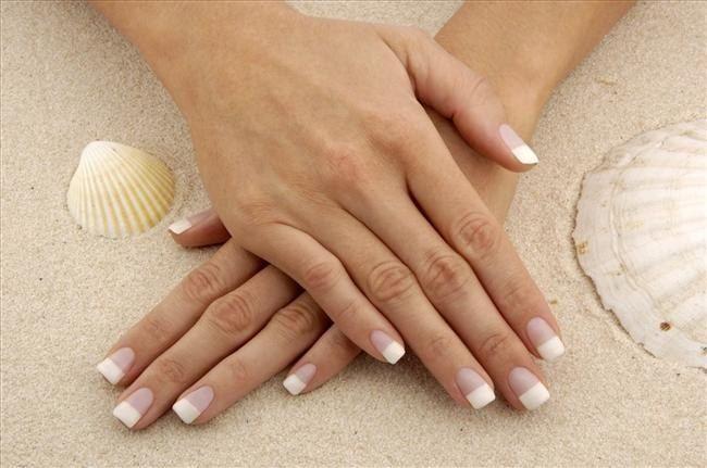 Як намалювати бабку на нігтях