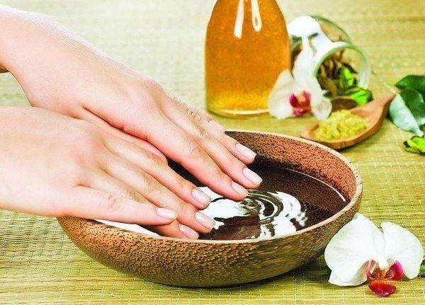 Як очистити руки і нігті після роботи в саду