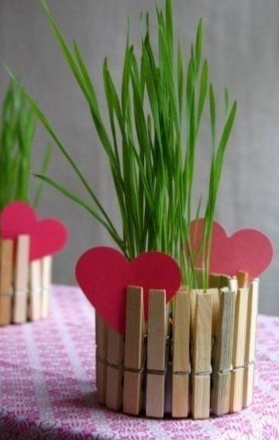 Як зробити декоративну вазу з прищіпок