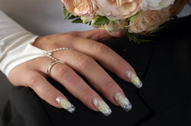 Як зробити весільний дизайн нігтів