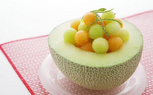 Як зробити тарілочки з дині для фруктових салатів