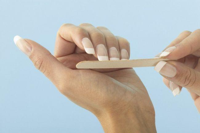 Як точити нігті