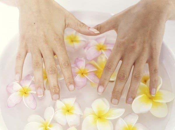 Як прибрати бруд з-під нігтів